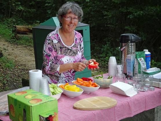 Auch das anschliessende gemütliche Nachtessen musste vorbereitet werden.