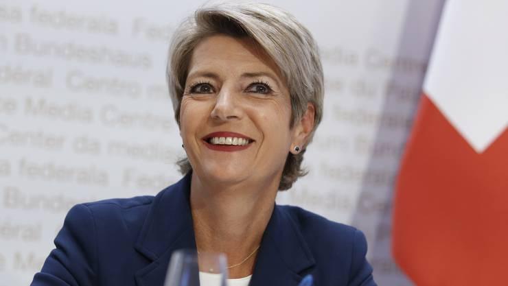 Das Departement von Bundesrätin Karin Keller-Sutter verbreitet Sommerferien-Hoffnung.