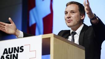 Lukas Reimann spricht vor AUNS-Mitgliedern (Archiv)