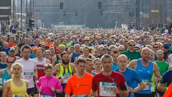 Marathons und andere Läufe über lange Distanzen sind bei älteren Sportlerinnen und Sportlern sehr beliebt.