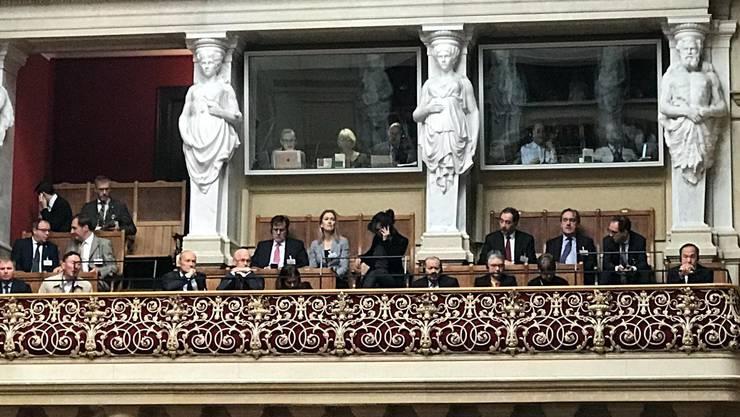 Botschafter unterschiedlicher Länder auf der Zuschauertribüne des Nationalrats.