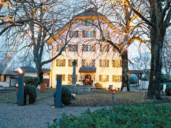 Im Schloss befindet sich ein Hotel mit Restaurant. Das bleibt auch nach dem Verkauf so. Beim Pächter kommt es zu einem Wechsel.