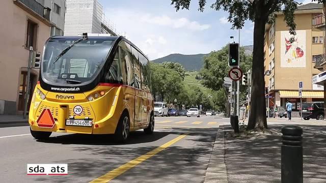 Intelligente Ampeln steuern selbstfahrende Busse durch Verkehr