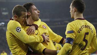 2:0 für Arsenal: Torschütze Olivier Giroud (m.) lässt sich feiern.