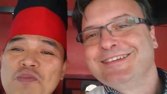 Der 46-jährige Umiker Marcel Hurni (rechts) –  sein kreatives Bewerbungsvideo sticht hervor.