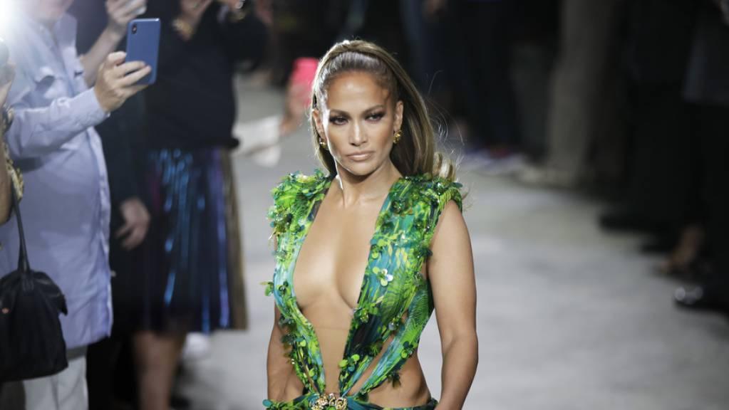 Schauspielerin Jennifer Lopez hat Herz gezeigt: Auf einen Aufruf einer Lehrerin hin spendete sie einer Grundschule Mahlzeiten für ein Jahr. Die Lehrerin hatte auf Facebook von einem hungrigen Schüler erzählt, der nach Spaghetti-Nudel gefragt hatte. (Archivbild)