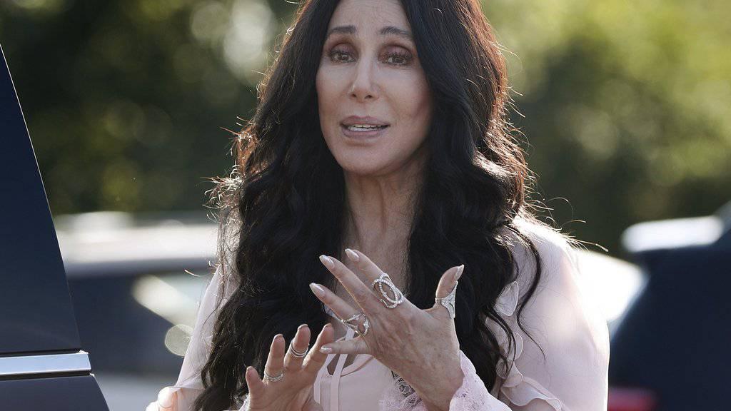 Cher textet «I Got You Babe» auf Dates im Internet-Zeitalter um