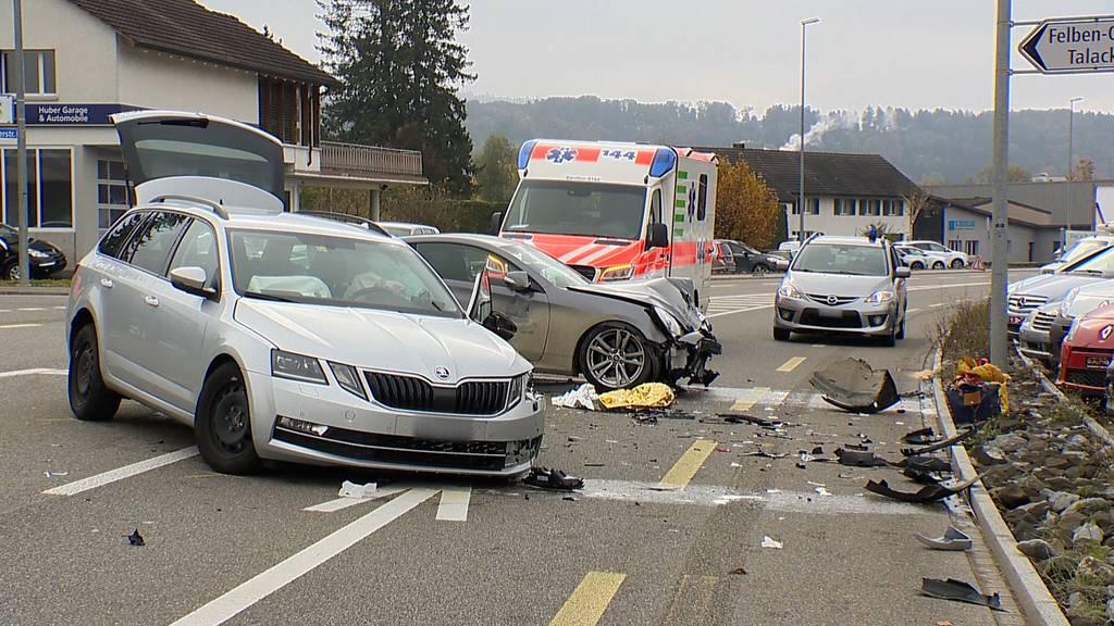 Zwei Autos knallen ineinander: 30'000 Franken Sachschaden
