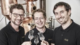 Die drei Freunde Hannes Schmidt, Markus Kessler und Torsten Boschert (von links) brennen im Schwarzwald Gin. Er heisst Boar Gin und wird mit Zusatz von Trüffeln hergestellt.