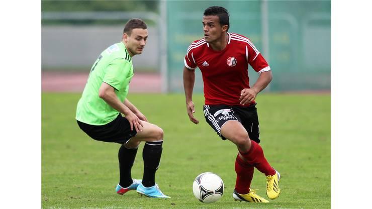 Wohin mit dem Ball? Der Muttenzer Gleison Silva dos Santos (r.) im Angriff.