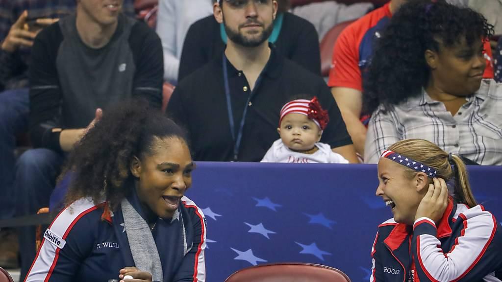 Die ganze Familie von Serena Williams (vorne links) samt Ehemann Alexis Ohanian (mit weissem Baseball-Cap) und Tochter Alexis Olympia investieren in ein Frauen-Fussball-Team für L.A.