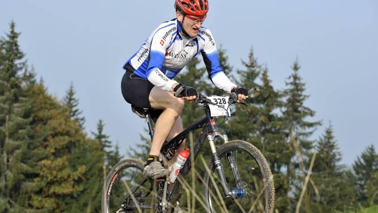RRC-Amt-Fahrer Köbi Schneebeli behauptete sich trotz Doppelbelastung durch Familie und Geschäft als stärkster Langdistanz-Hobbybiker im Säuliamt. (Bild: Martin Platter)