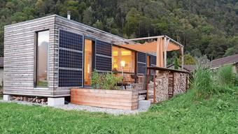 Tanja Schindler wohnt in diesem Ökominihaus in Altdorf. So ähnlich sollen auch die vier Häuschen in Merenschwand aussehen, die 2020 erbaut werden sollen.