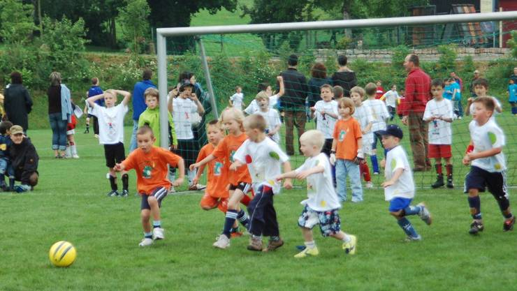 137 Fussball-Teams standen auf dem Fricker Rasen