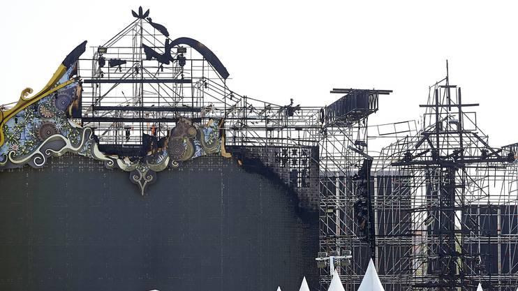Am Tag nach dem Bühnenbrand zeigt sich das volle Ausmass des Schadens.