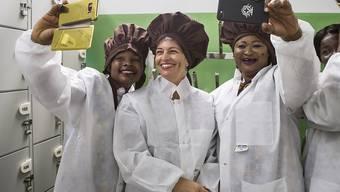 Bundespräsidentin Leuthard besuchte auf ihrer Visite in Ghana auch mehrere Unternehmen.