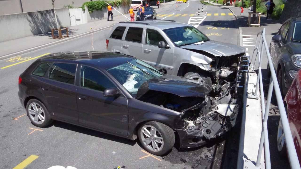 Bei dem Unfall verletzten sich zwei Personen.