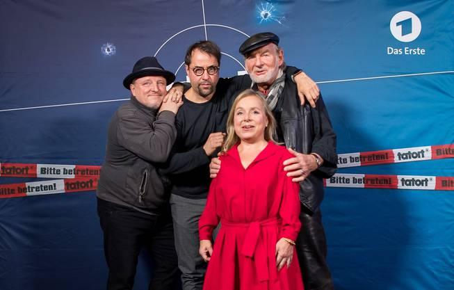 """Das Tatort-Team Münster: Axel Prahl (als Frank Thiel) (l-r), Jan Josef Liefers (als Karl-Friedrich Boerne), Christine Urspruch (als Silke """"Alberich"""" Haller) und Claus D. Clausnitzer (als Vater Thiel)."""