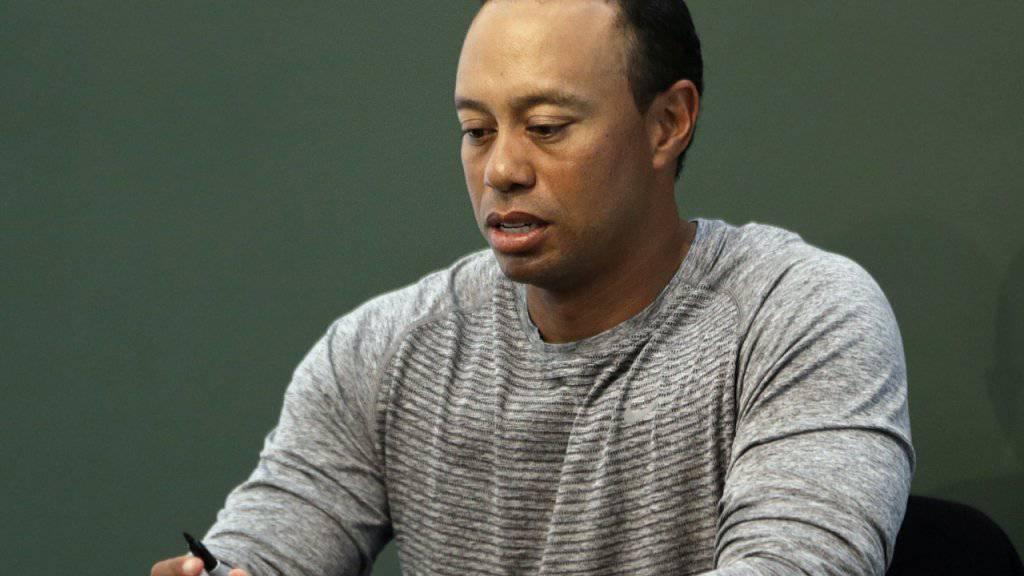 Tiger Woods signierte im letzten März in New York Ausgaben seines neusten Buches