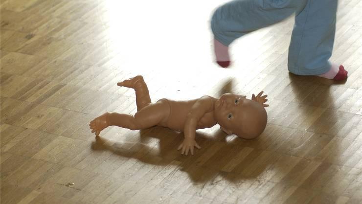 Im Haus des Göttis soll es zu sexuellen Handlungen mit dem Patenkind gekommen sein. Symbolbild: Hanspeter Bärtschi