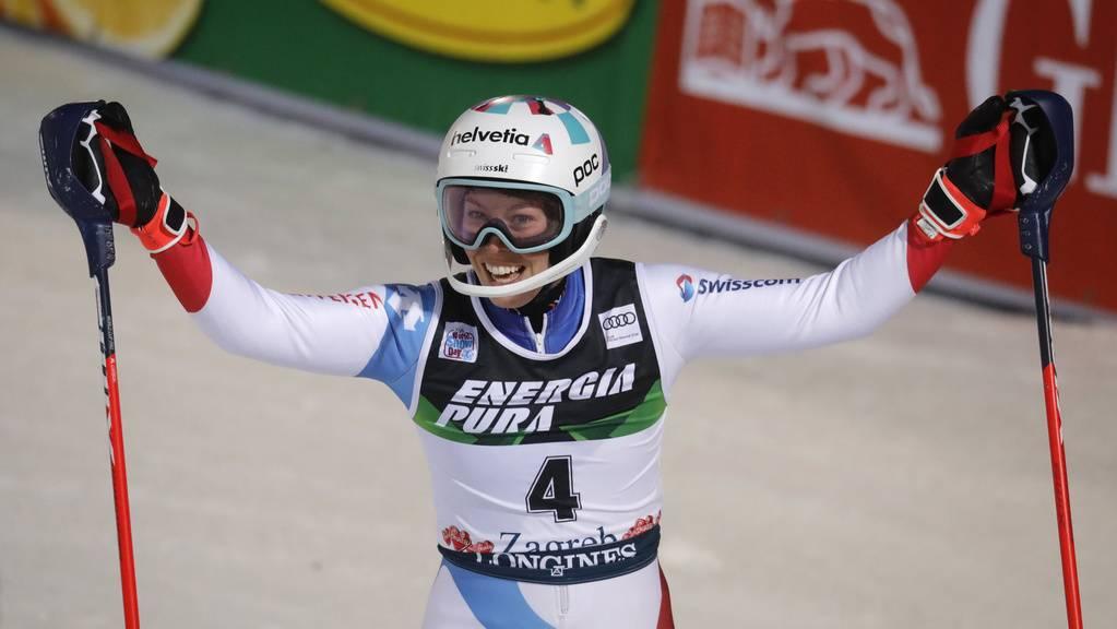 Michelle Gisin feiert ihren zweiten Lauf beim Slalom in Zagreb.