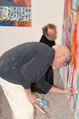 Markus Waber (vorne) und Gianni Vasari bei der Mal-Performance im Rehmann Museum.