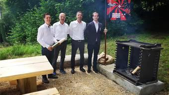 Reto Berli (l.), Präsident der Offiziersgesellschaft Aarau (OGA), und Nils Stampfli, OGA-Fähnrich, im Juni an den Feierlichkeiten bei der Friedenslinde.uhg