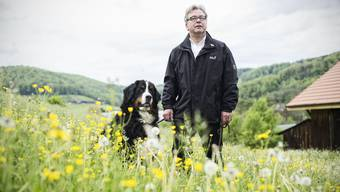 Urs Wüthrich ziehts zusammen mit seinem Hund vermehrt in die Natur. Nun will er diese auch aktiv schützen.