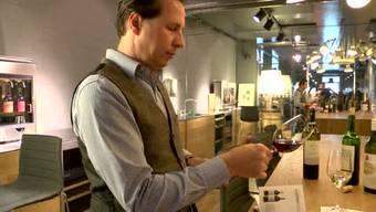 So blamieren Sie sich nicht bei der nächsten Weindegustation. Vom Ablauf des Probierens bis zum persönlichen Verhalten gilt es einige Regeln zu beachten.