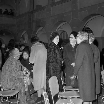 Im Zürcher Stadthaus brach am 7. Februar 1971  anlaesslich der Annahme des Frauenstimmrechts auf Bundesebene eine spontane Freudenfeier aus