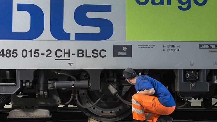 Die Wettbewerbsbehörden haben den Aktienverkauf von BLS Cargo an die französische SNCF Logistics genehmigt. (Symbolbild)