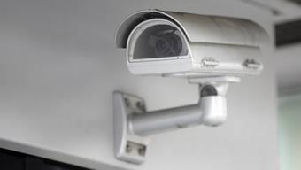 Stein des Anstosses: Eine Überwachungskamera in der der gemeinsamen Garage.  (Symbolbild)