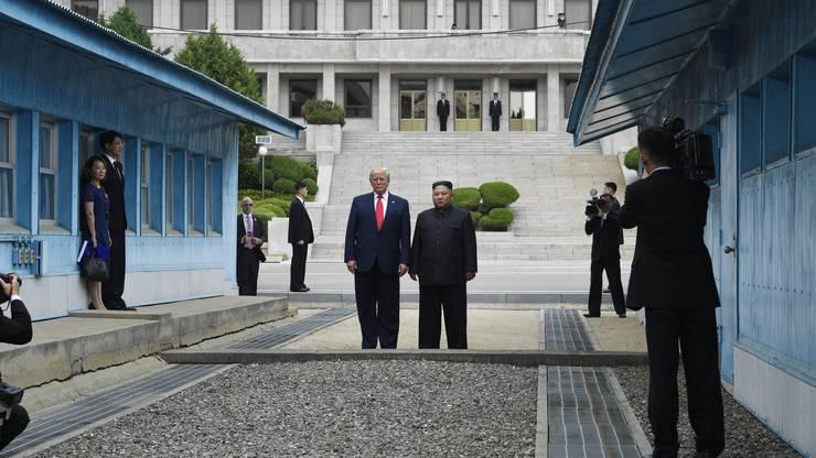 Historisch: US-Präsident Donald Trump überschritt im Juni 2019 gemeinsam mit dem nordkoreanischen Machthaber Kim Jong-un die innerkoreanische Grenze.