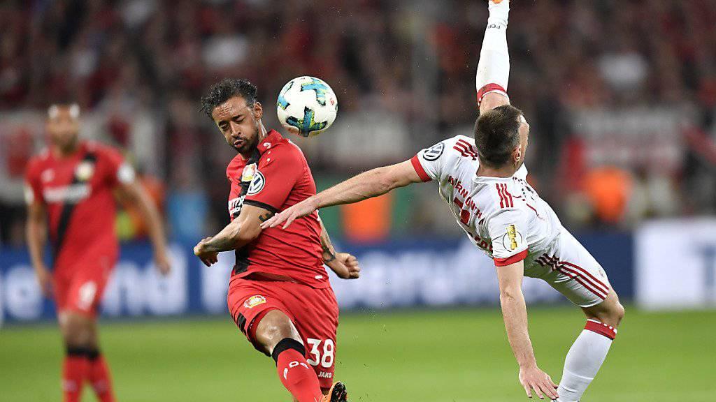 Fiel gegen die Bayern sehr negativ auf: Leverkusens Karim Bellarabi (li., gegen Franck Ribéry)