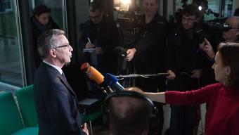 Deutschlands Innenminister Thomas de Maizière will aus dem Terroralarm in München Konsequenzen für die Zusammenarbeit mit ausländischen Geheimdiensten ziehen.