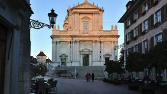 Auf dem Kronenplatz vor der St. Ursenkathedrale wird die Kundgebung der JUSO stattfinden.