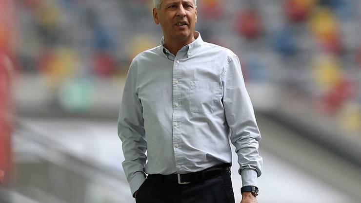 Die Bundesliga mit Dortmunds Trainer Lucien Favre wird am 11. oder 18. September die nächste Saison beginnen