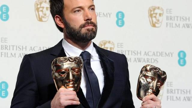 Ben Affleck mit den BAFTA-Trophäen (Archiv)