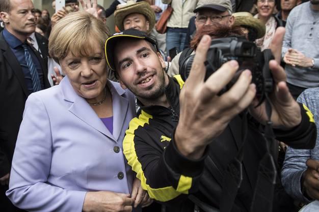 Merkel gibt sich volksnah: Ein Selfie mit der Kanzlerin