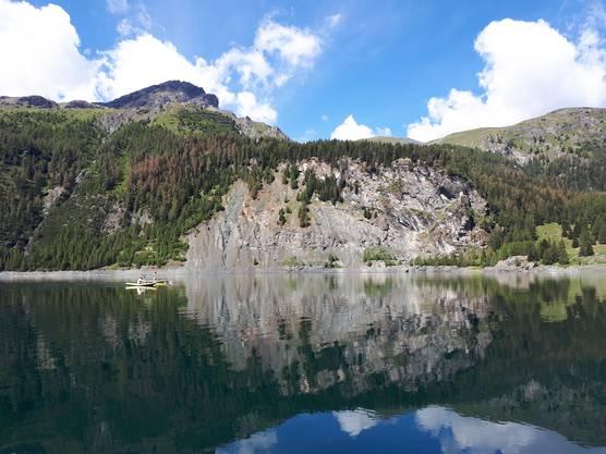 Romano Mombelli hat die erste Länge im eisigkalten Wasser des grössten Oberengadiner Sees, dem Silsersee, absolviert.