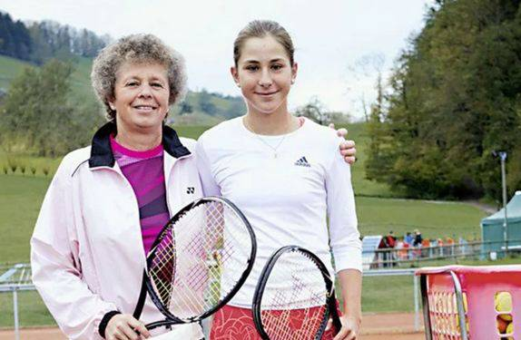 Martina Hingis Mutter Melanie Molitor (links) war früh Trainerin von Belinda Bencic
