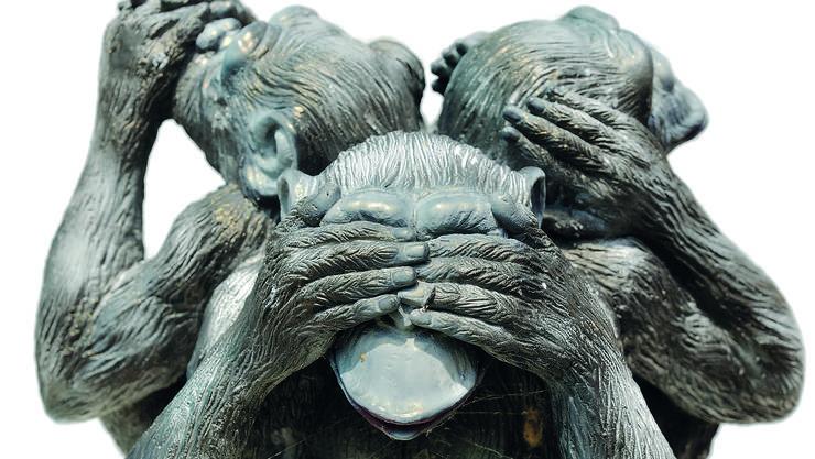 Jeder schaut weg, weil die anderen auch wegschauen: Ein bekanntes psychologisches Phänomen.