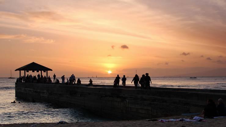 Sonnenuntergang am Waikiki Beach.