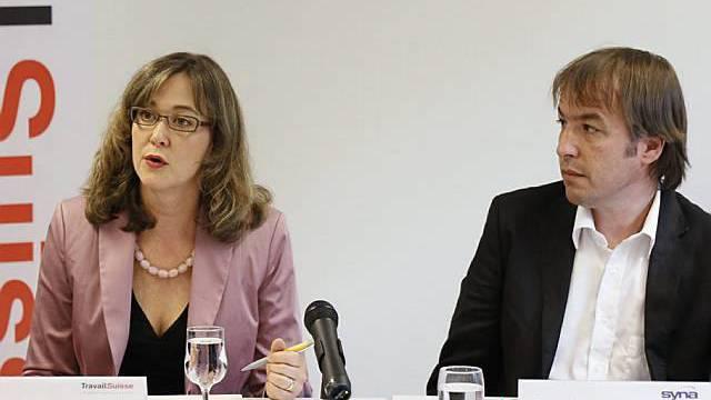 Susanne Blank und Arno Kerst äussern sich an der Medienkonferenz in Bern