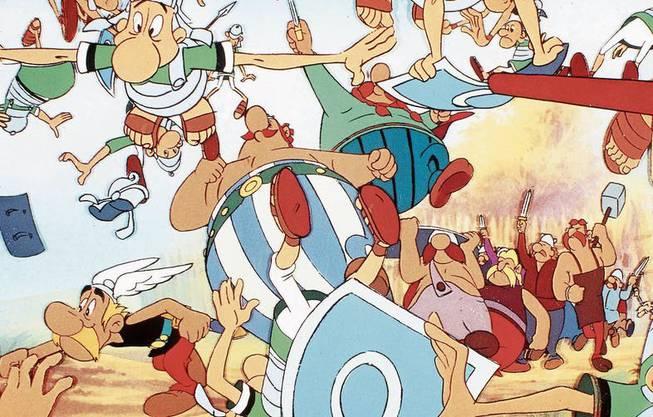 «Die spinnen, die Römer»: Asterix und Obelix bei ihrer Lieblingsbeschäftigung, dem Verhauen von Römern.