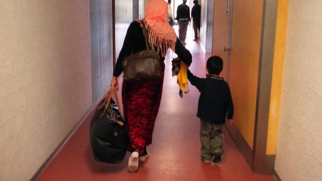 Asylsuchende in einem Aufnahmezentrum: Ein Ja am 9. Juni wird die Asylzentren entlasten (Symbolbild)