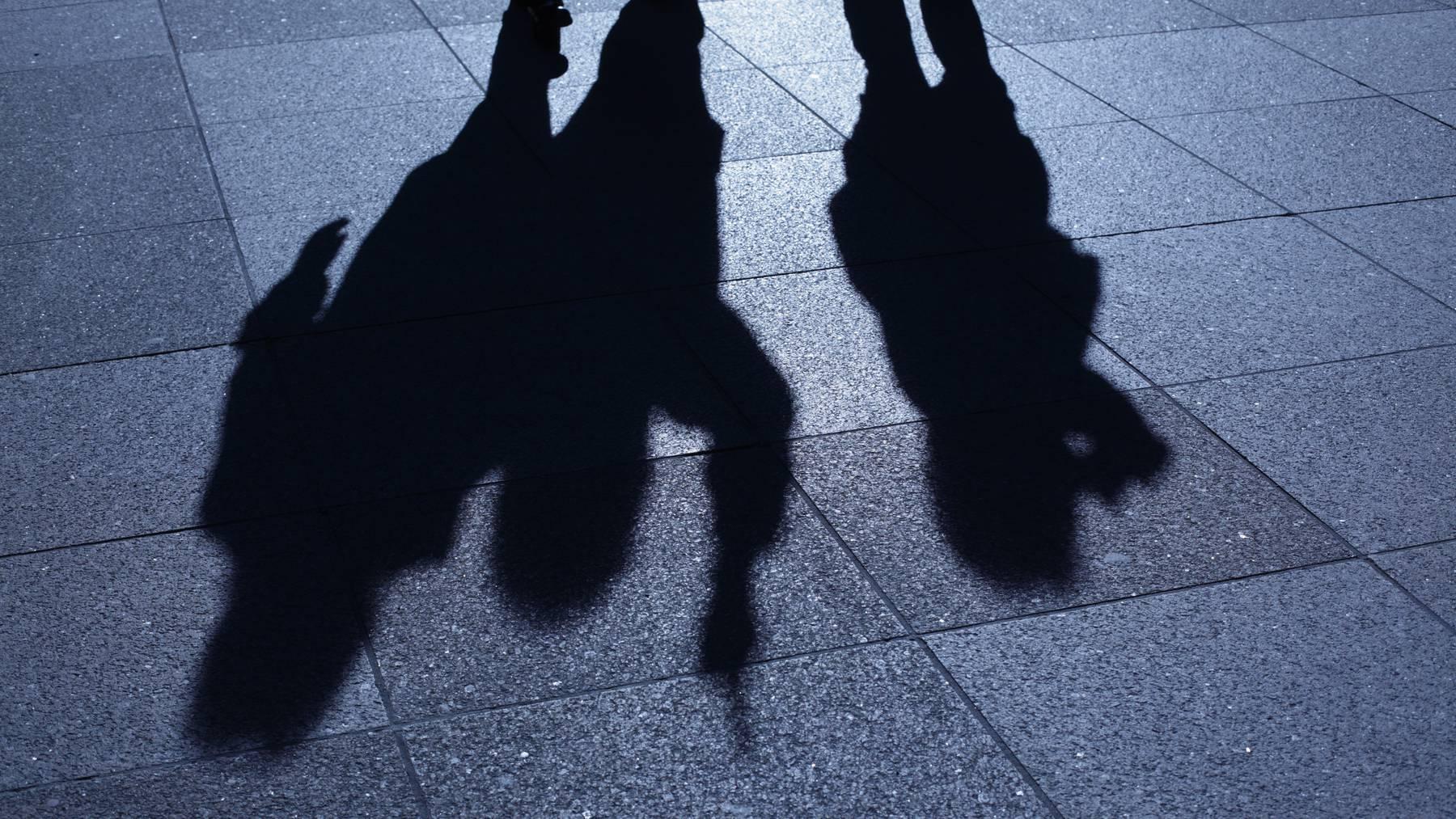 Schlägerei Überfall Nacht Schatten