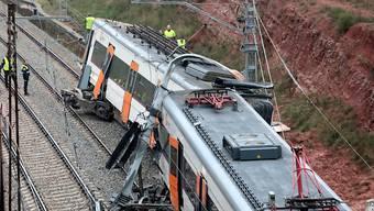 Bei einem Zugsunglück in der Nähe von Barcelona wurden eine Person getötet und mehrere Dutzend Personen verletzt.