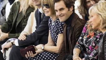 Ihre Leidenschaft für Tennis und Mode verbindet die beiden: Anna Wintour (mit Sonnenbrille) und Roger Federer. (Archivbild)