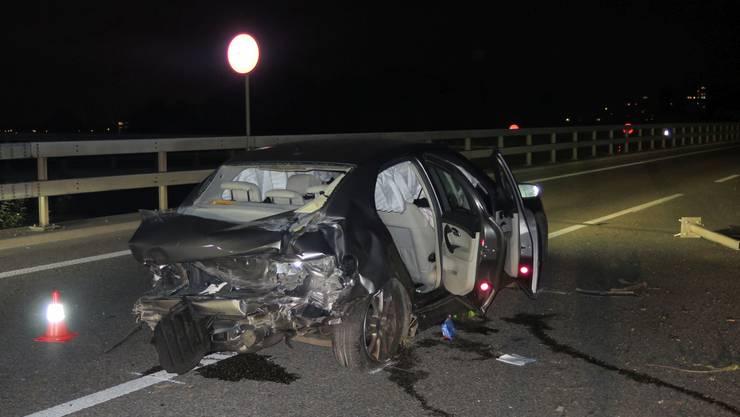 Bei einem Unfall in Pratteln wurden zwei Fahrzeuge stark beschädigt.